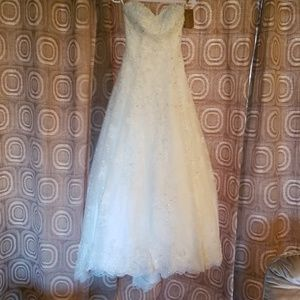 New Demetrios Ivory wedding dress